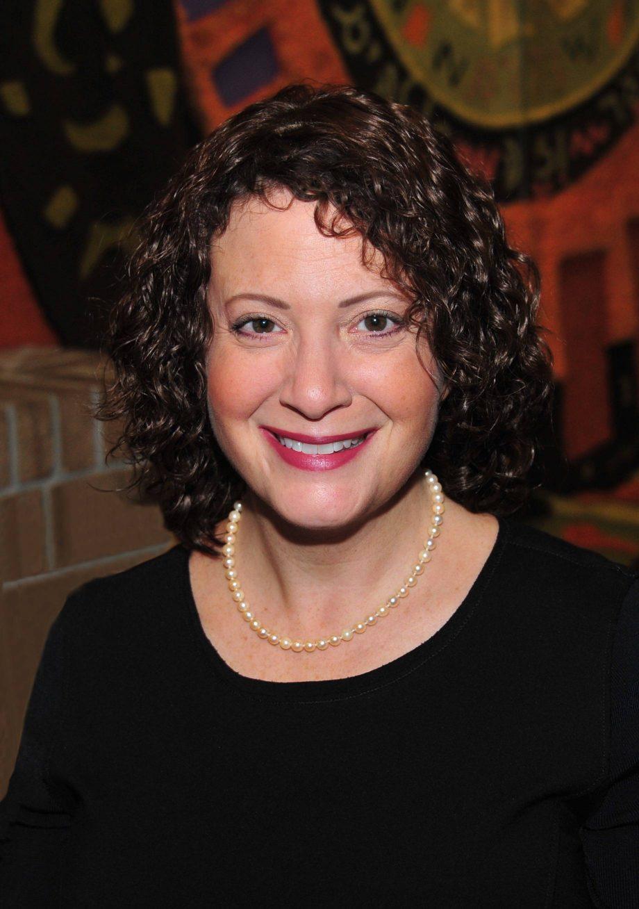 Cantor Ellen Tilem